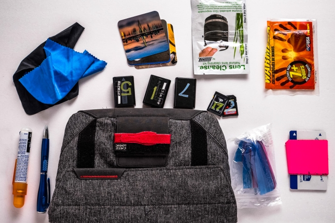 Photo What's in my Field Pouch camera bag