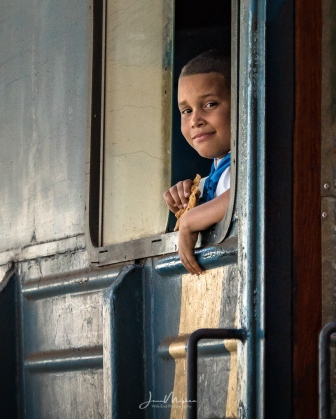Photo Boy waiting for train to depart 2