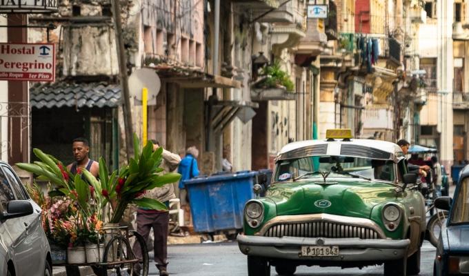 Street Photography Meets Travel: CompositionCuba