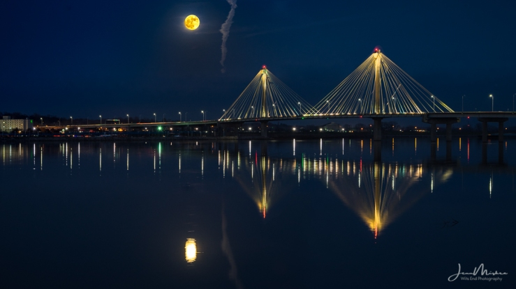 Photo Supermoon over Clark Bridge