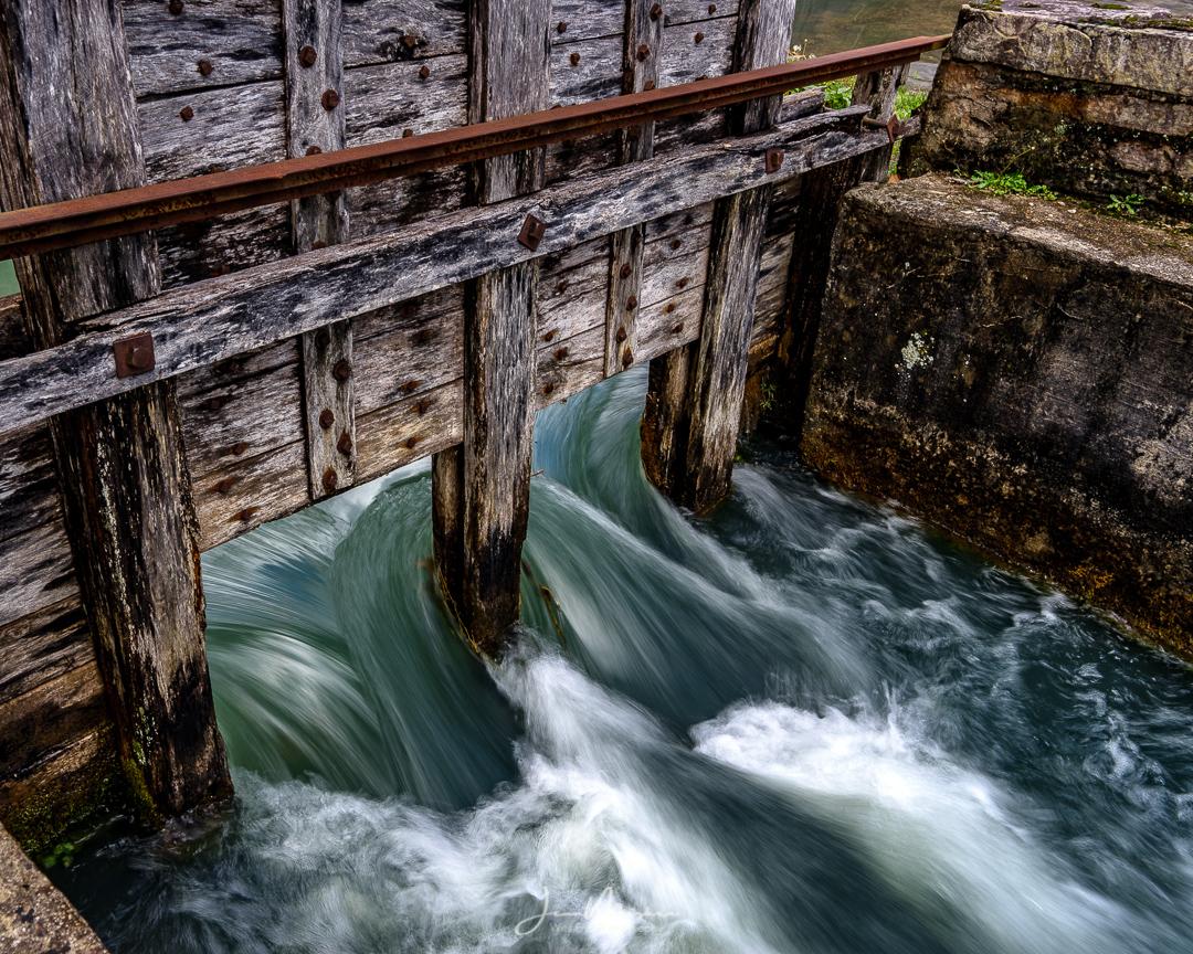 Photo Rushing Water