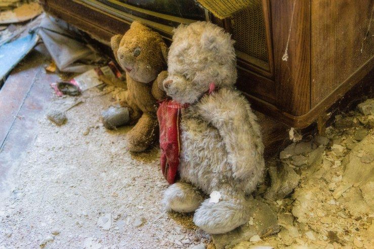 photo abandoned toy bear