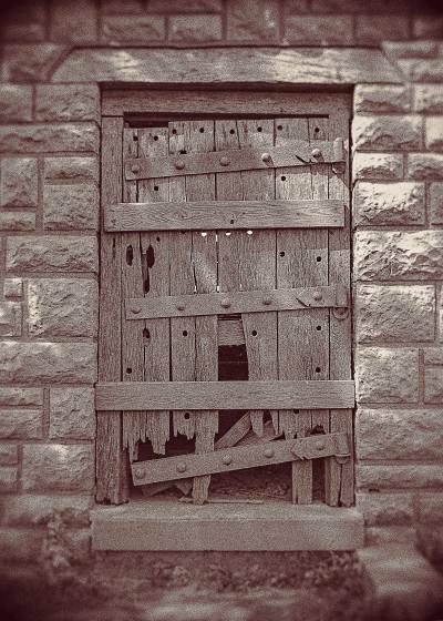 Photo broken door